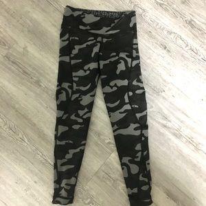 Reversible athletic leggings